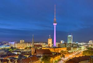 Die Stadt und die Macht - Berliner Politthriller in 6 Teilen