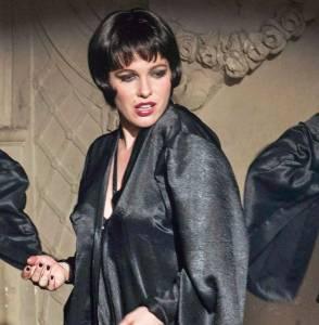 Verena Altenberger als Burlesque-Tänzerin