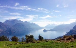 Wandern am Comer See: Blick auf den Lago und seine Verzweigung
