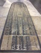 Betye Saar: Aufriss eines Sklavenschiffes auf dem Boden