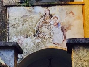 Wandern am Comer See: Marienkult am Weg überall, hier in Barna