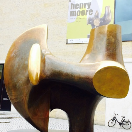 Henry Moore, Three Way Piece No. 2: (The) Archer, 1964/65.