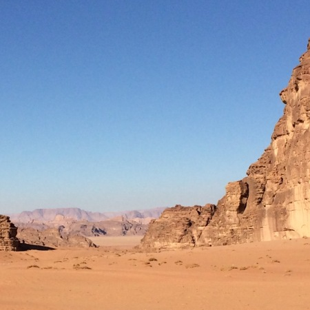 Beim Durchqueren des Wadi Rum tun sich tolle Blicke auf