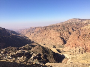 Wanderung durch den Wadi Dana aus 1700 m Höhe