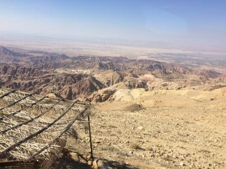 Auf der Fahrt vom Toten Meer nach Petra: Blick über jordanisches Bergland nöstlich des Toten Meeres