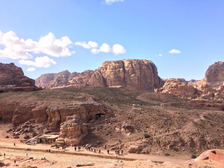 Blick auf Petra vom Prozessionsweg aus