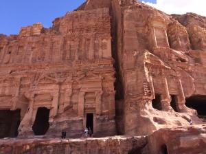 Monumentale Gruften mit phantastischen Fassaden machen heute die Faszination Petras aus