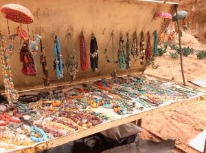 Einer der sehr vielen Schmuckstände von Beduinen in Petra