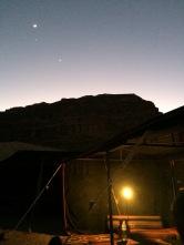 Wanderungen durch Jordanien: Nachthimmel über dem Wüstencamp