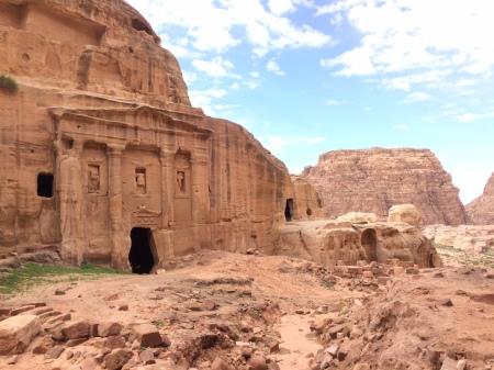 Wandern in und um Petra – Blick auf den Tafelberg
