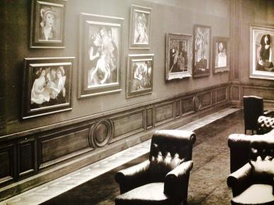 Präsentation im Salon von Paul Rosenberg mit Bildern von Marie Laurencin und Picasso