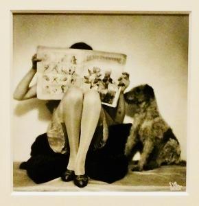 Madame d'Ora als Werbefotografin für Strümpfe, ca. 1925
