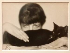 """Ausstellung """"Madame d'Ora"""" im MKG Hamburg: Selbstportrait der Fotografin 1929"""