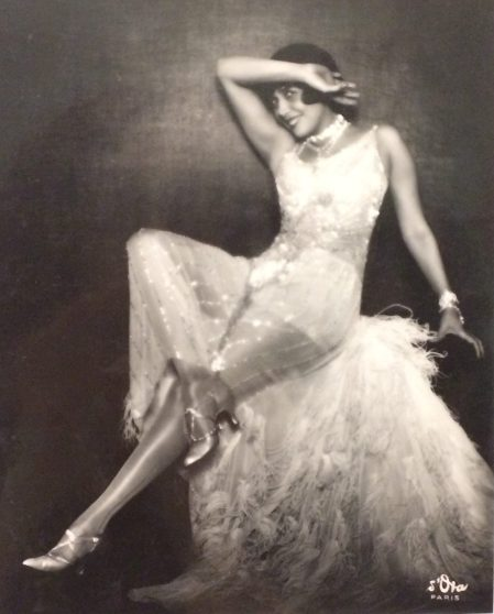 Madame d'Ora fotografiert in den 20er Jahren viele Bühnenstars und Sternchen. Hier die Chansonette Mistinguett