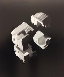 Felix Dobbert inszenierte Verpackungsmaterial wie eine Raumsonde