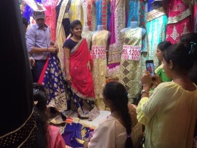 Festliche Stoffe in Hülle und Fülle auf dem Mumbai Crawford Market